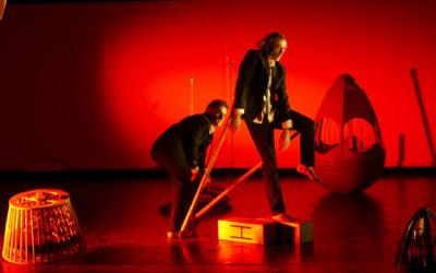 Deux hommes jonglaient dans leur tête